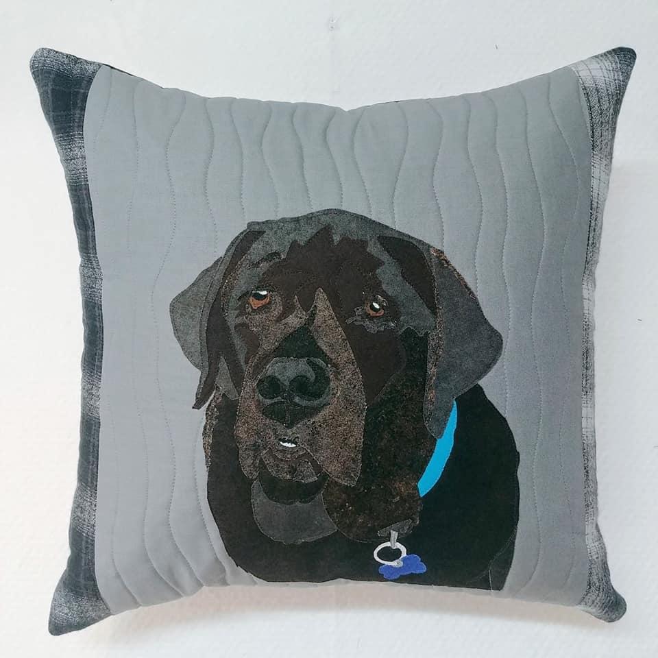 WCF.2,d - Appliqué Pet Portrait Pillow - WORKSHOP